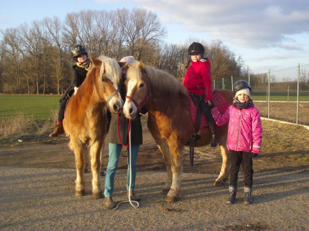 Jáňův dvůr pro děti na koni